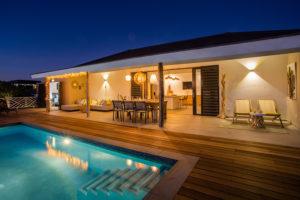 Zeer sfeervolle Vakantievilla Jan Thiel Curacao met zwembad en zeezicht