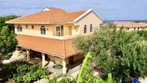 Luxe villa met groot zwembad in Vista Royal Curacao